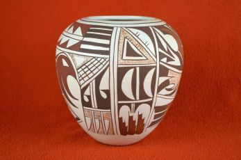 Hopi pot by the Frog lady